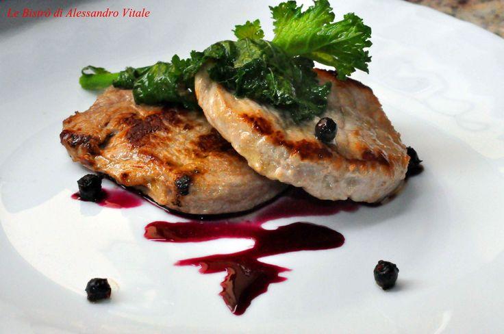Medaglioni di maialino con riduzione di vino rosso e cime di rapa!