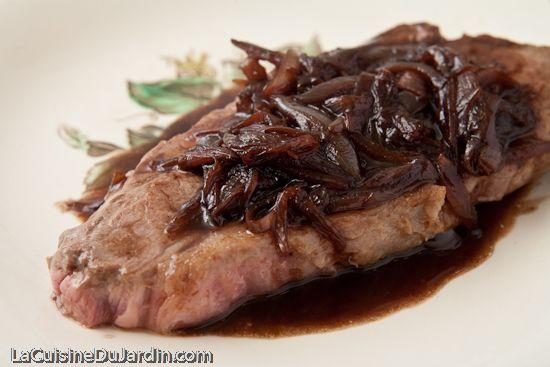 Bavette à l'échalote comme à la brasserie | http://www.lacuisinedujardin.com/recette/bavette-a-lechalote-un-tour-en-cuisine-chez-petite-etoile
