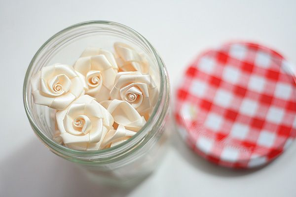 Aren't these cream roses just adorable?