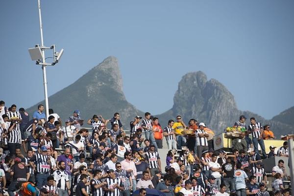Pero la afición Rayada no dejó de alentar. (Mexsport) #Liguilla2013 #Rayados #Tigres #Monterrey