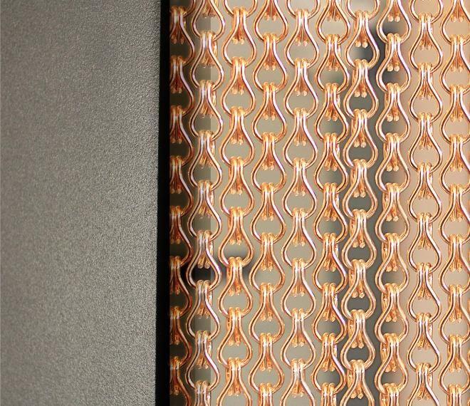 Cadenas doradas con acabado brillante. @KriskaDECOR  #diseño #colores #decoración #cortinas