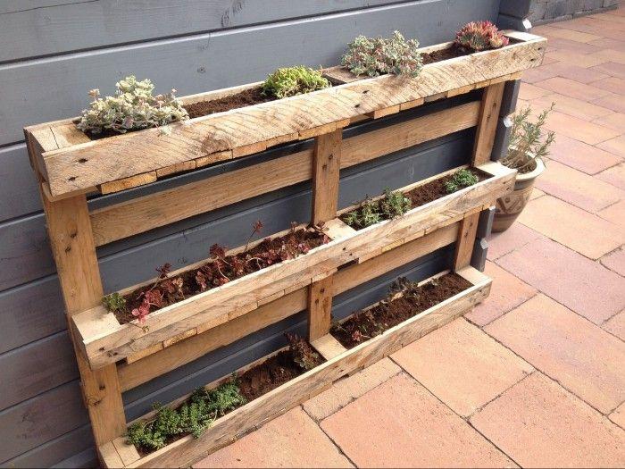 Plantenbak gemaakt van pallet! Simpel om te maken en staat erg leuk!