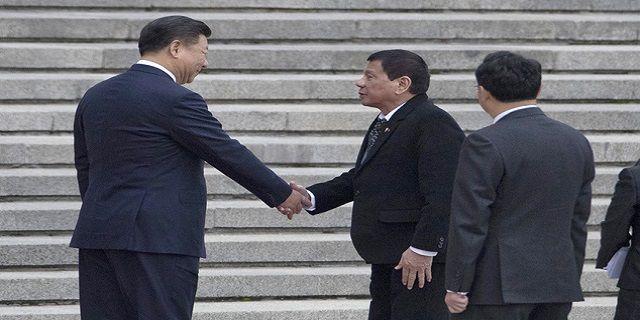 Cari Dukungan, Duterte Bertemu Presiden China Xi Jinping - Indopress, Beijing – Hubungan antara Filipina dan China, semakin hari tampak semakin mesra. Hal ini ditandai dengan kunjungan Presiden Filipina, Rodrigo Duterte bertemu dengan presiden China Xi Jinping dalam kunjungannya …