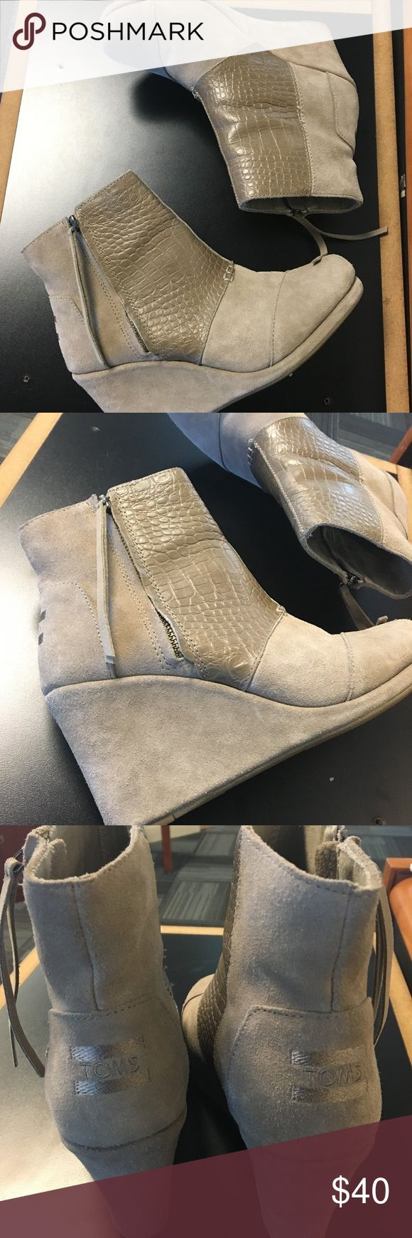 """Tom's Beige Zip Up Wedges croc embossed mixed with suede TOMS ankle boots. Outside side zip with a 3.25"""" heel. Women's size 8 Toms Shoes Wedges"""