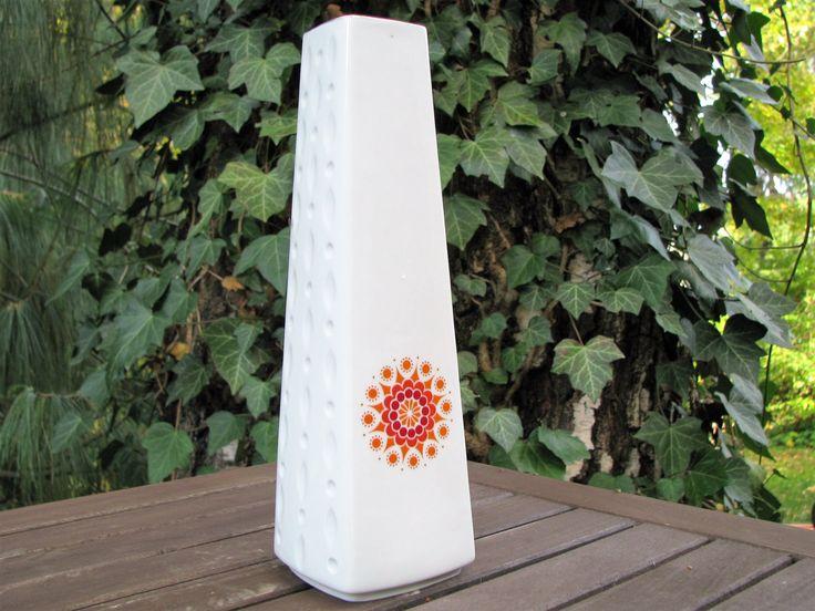 1960s Vase White with Daisy Blossom – German Winterling Porcelain – Sixties Vintage Design – Hippie Pop Art von everglaze auf Etsy
