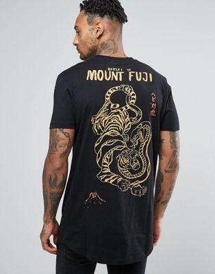 Camiseta larga con estampado de tigre oriental en la parte posterior y bajo redondeado de ASOS