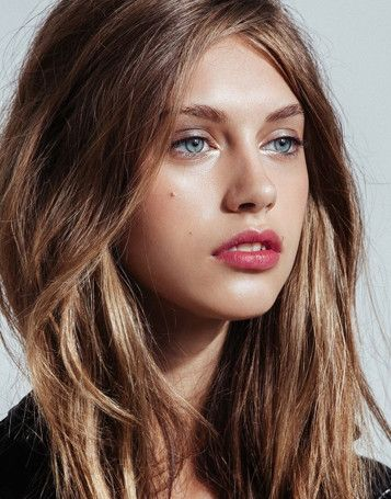 Bronde hair is een haarkleur in verschillende tinten blond en bruin. De kleur wordt gecreëerd door middel van high- en lowlights.