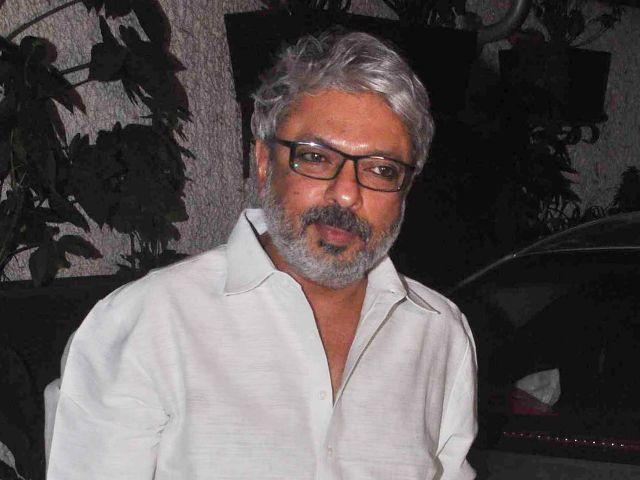 Film Studio Setting and Allied Mazdoor Union has demanded compensation for the family of a painter who died last week on the sets of 'Padmavati', directed by filmmaker Sanjay Leela Bhansali.