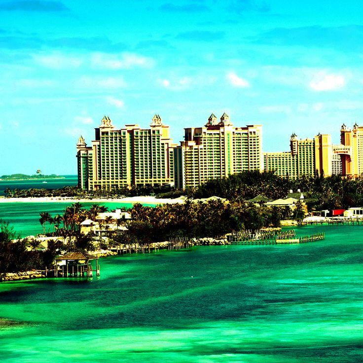 Nassau rebosa de ambiente británico y bahameño. La capital de las Bahamas está repleta de oportunidades de ir de compras, comer y hacer turismo, en especial, en la ajetreada Bay Street. #travel #traveling #ipocketapps #TFLers #vacation #visiting #instatravel #instago #instagood #trip #holiday #photooftheday #fun #travelling #tourism #tourist #instapassport #instatraveling #mytravelgram #travelgram #travelingram #igtravel