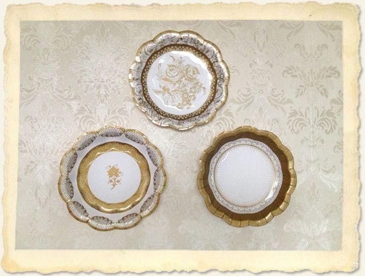 Bijna te mooi om te gebruiken deze gouden papieren gebakbordjes. Geweldig om je sandwiches, cupcakes op te dienen of te gebruiken bij een afternoon tea of op je bruiloft. Of gebruik ze als decoratie en plak ze op de muur!