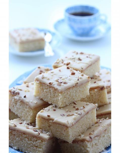 Paksut ja mehevät toffeepalat pienellä espresson aromilla ovat ihan paras leivonnainen kahvin kera.