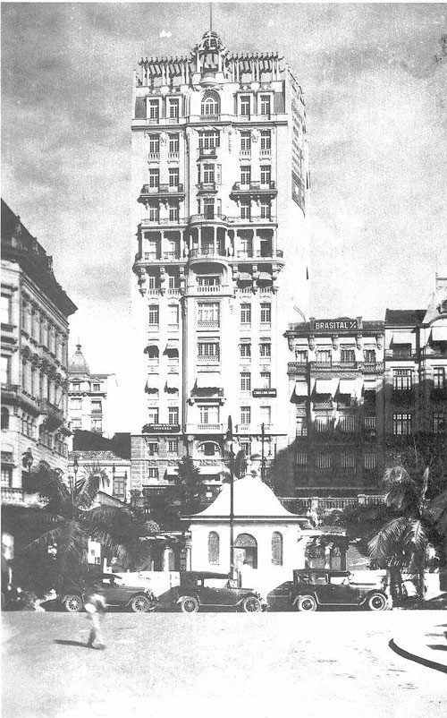 Década de 20 - Edifício Sampaio Moreira, na rua Líbero Badaró. Foto obtida a partir do Vale do Anhangabaú.