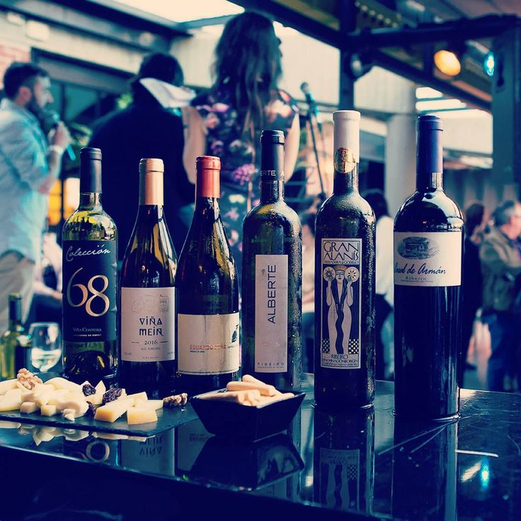 """Gran noche de Ribeiro el pasado jueves con las #Enocións de #poesía, #música y vino. Os dejamos unas imágenes con los mejores momentos del evento. Fotos de """"ADG MEDIA"""". #wines, #wine, #vinos, #vino, #spanishwines, #ribeirowines, #doribeiro, #ribeiro, #eslomejor, #esenciagalega, #movimientoribeiro, #galicia, #ourense, #orense, #winelovers, #instavino, #instawine, #winestagram, #winelife, #vinoribeiro, #ribeirowine, #blues,  #EnociónsbyRibeiro…"""