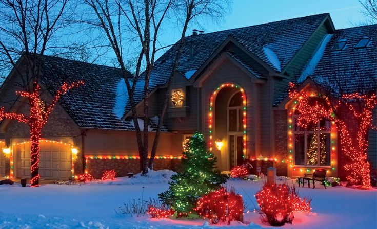 1000 ideas about hanging christmas lights on pinterest for Creative ways to hang christmas lights indoors