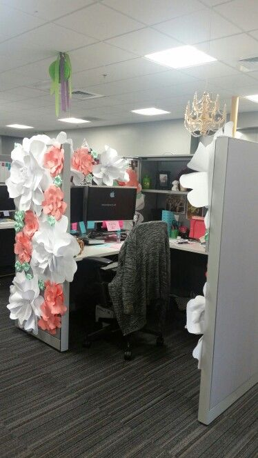 Birthday decorating for a cubicle.