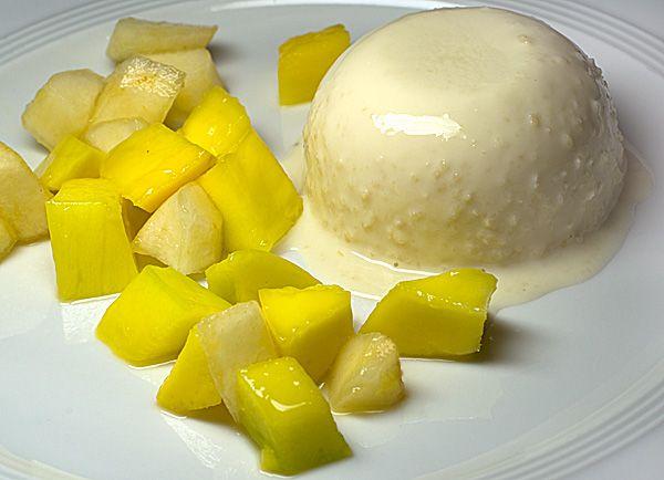 Mandelquark mit Mango-Birnen-Salat