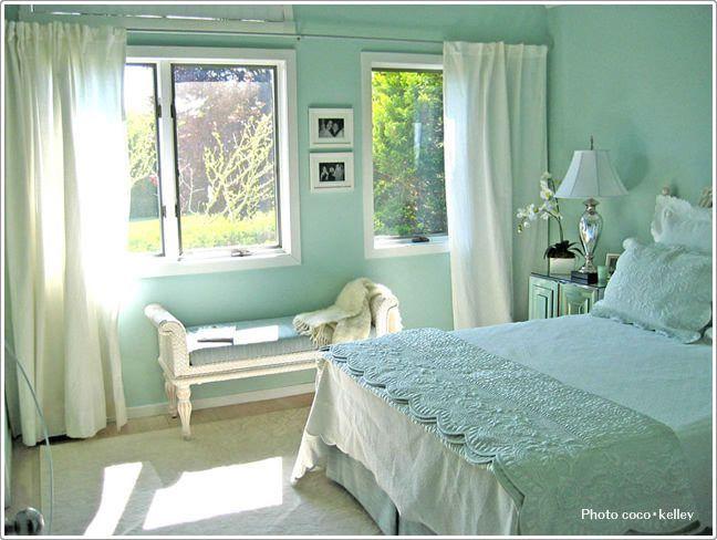 柔らかく上品でフェミニンな寝室|寝室のインテリアコーディネート