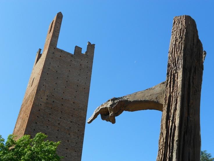 Monumento sorregge la torre - #Rovigo