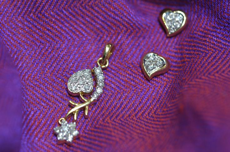GF Dhanteras Special Diamond Collection: Here's a look at a few of the cute diamond pendant sets that have come in to the counters for the season. There's a lot more to our spectacular Budget Diamonds Collection and we look forward to seeing you at our trademark Dhanteras-er Dhakkadhakki this weekend to shop your sparklers from us.