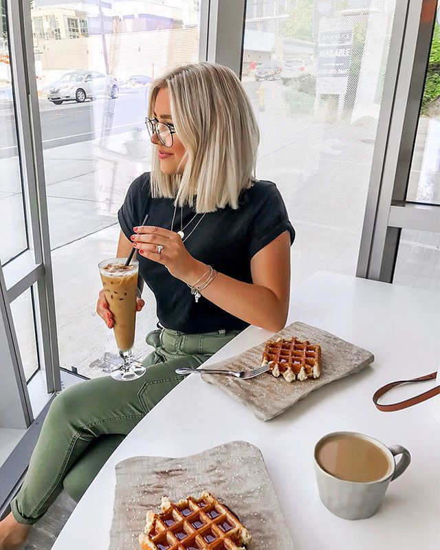 """BRE SHEPPARD en Instagram: """"Started the day with waffles (swipe to see the goodness) & coffee so I knew it was gonna be a good one!! 😜 Are you more of a waffle or…"""""""