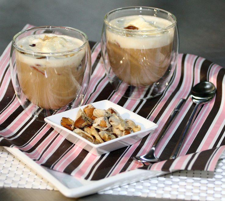 Delicioso postre de café con nueces.