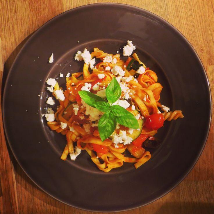Let's celebrate summer with a Greek Salad pasta! https://vegemealia.wordpress.com/2016/09/12/greek-salad-pasta/