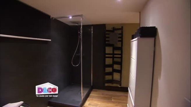 Dans l'émission du 08/02/2012, Jérémy a un nouvel espace avec sa propre salle de bain. On y découvre ici un receveur en pierre naturelle noir (80*120) de chez PlaneteBain.   http://www.planetebain.com/receveur-a-poser-douche/141-receveur-de-douche-extra-plat-en-pierre-naturelle-80x120.html ?utm_source=pinterest_medium=board-pb_campaign=pb-chez-deco