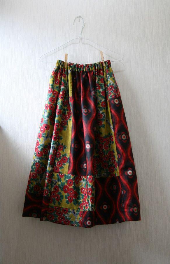 昭和に作られたと思われる銘仙の着物を丁寧にほどき、洗い、パッチワークのゴムスカートを作りました。生地の色は鮮やかな黄色の銘仙生地と立涌模様の銘仙生地です。一見...|ハンドメイド、手作り、手仕事品の通販・販売・購入ならCreema。