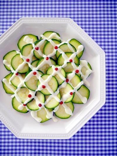 生ズッキーニのヨーグルトペッパーソース♪切って盛るだけの美肌サラダ ...