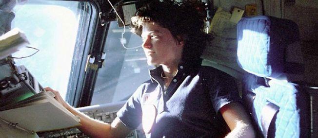 L'astronaute américaine Sally Ride dans la navette Challenger en juin 1983.