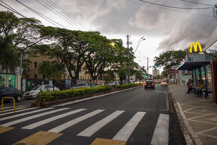 Chuva pode ter sequência nesta terça-feira em Botucatu -   A forte chuva que assustou moradores de Botucatu nesta segunda-feira, 24, pode ter sequência nesta terça-feira, dia 25, embora que com menor intensidade. Pelo menos é o que dizem os principais institutos de meteorologia.    Até a próxima quarta-feira, dia 26, o tempo deve permanecer com céu - http://acontecebotucatu.com.br/cidade/chuva-pode-ter-sequencia-nesta-terca-feira-em-botucatu/