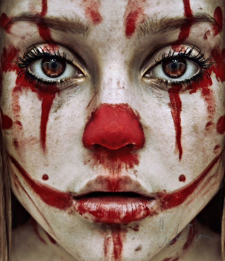If you see this clown, DO NOT trust her! I repeat DO NOT TRUST!!! That's not #makeup that's actual #blood ... RUN