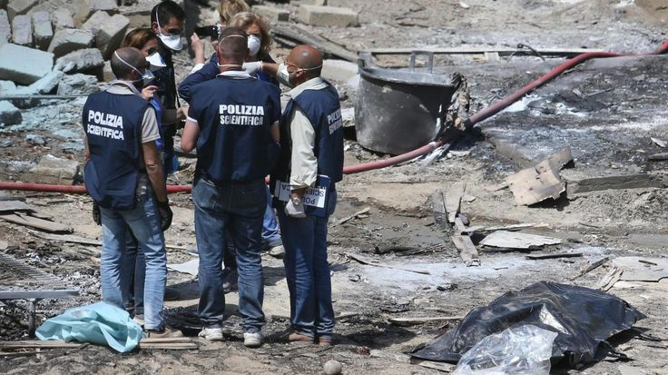 IL RITROVAMENTO.Il corpo della donna, semi carbonizzato, è stato trovatoin un parcheggio alla periferia di Roma. E' successo in via della Magliana, alle 5 del mattino di ieri. Ad accorgersi del cadavere i vigili del fuoco, intervenuti per spegnere un'auto in fiamme poco distante dal corpo della