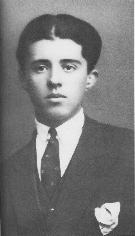 Enver Hoxha, 1930