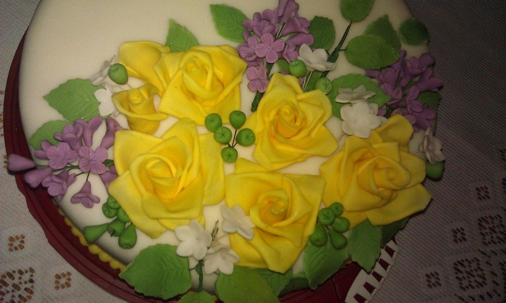 Żółte róże i bez