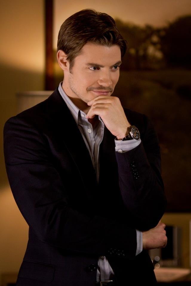 My boo has this evil smile that is so sexy... She can melt me with it everytime  Josh Henderson: stylish as John Ross Ewing.