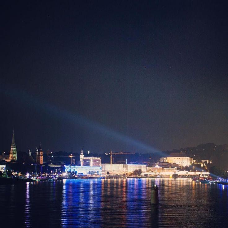 #linz #linzpictures #skyline #lowl #lnz #linzer #nightout #klangwolke #nacht #night #riverdanube #danube #donau #parkverbot #lentos #dom #oö #upperaustria #ferien #oberösterreich #mood #partyon