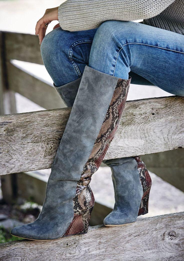 Stiefel mit aus Leder und Veloursleder mit Snakeprint. Von IMPRESSIONEN Fashion. #impressionen #herbstrends #fall2015 #herbst2015 #autumn2015#autumntrends2015 #falltrends2015 #falltrends #fashion #trends #natural #catwalk #impressionenversand #impressionen_versand #mellowpeach #impressionen_DE #boots #thesebootsaremadeforwalking