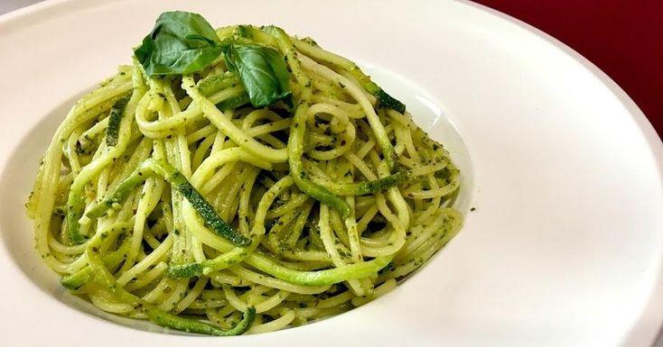 Espaguetis de calabacín con pesto vegano