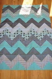 Chevron quilt tutorial. I've made these both ways and I still can't decide which way I like best. Need the charm pack calculations on this one.