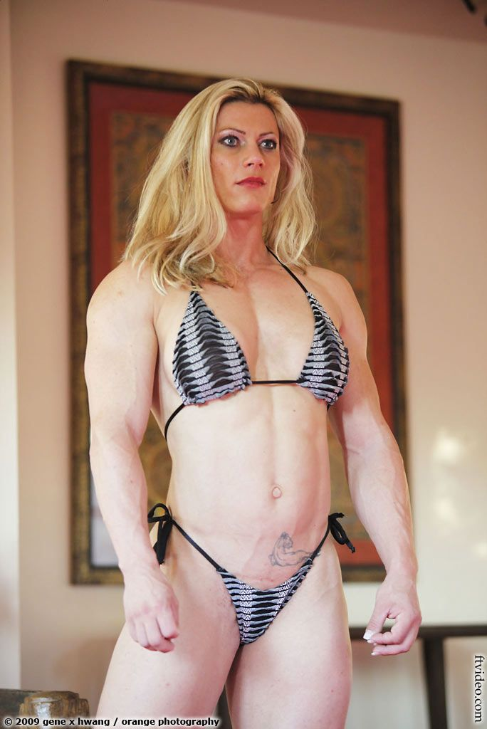 FTVideo.com female bodybuilders flexing, video clips