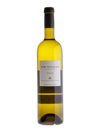 Los Navales Verdejo 2013—as sweet, floral and tropical as this varietal tends to be, with some redeeming austerity; a serviceable summer white at PLN 36 from El Catador, though not the right wine for a Riesling lover like me