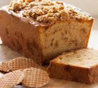 Met de FunCakes mix voor stroopwafel cake kun je zelf deze heerlijke cake maken. Voeg voor extra leuk en lekker effect stukjes stroopwafel op het beslag voordat je de cake gaat bakken.