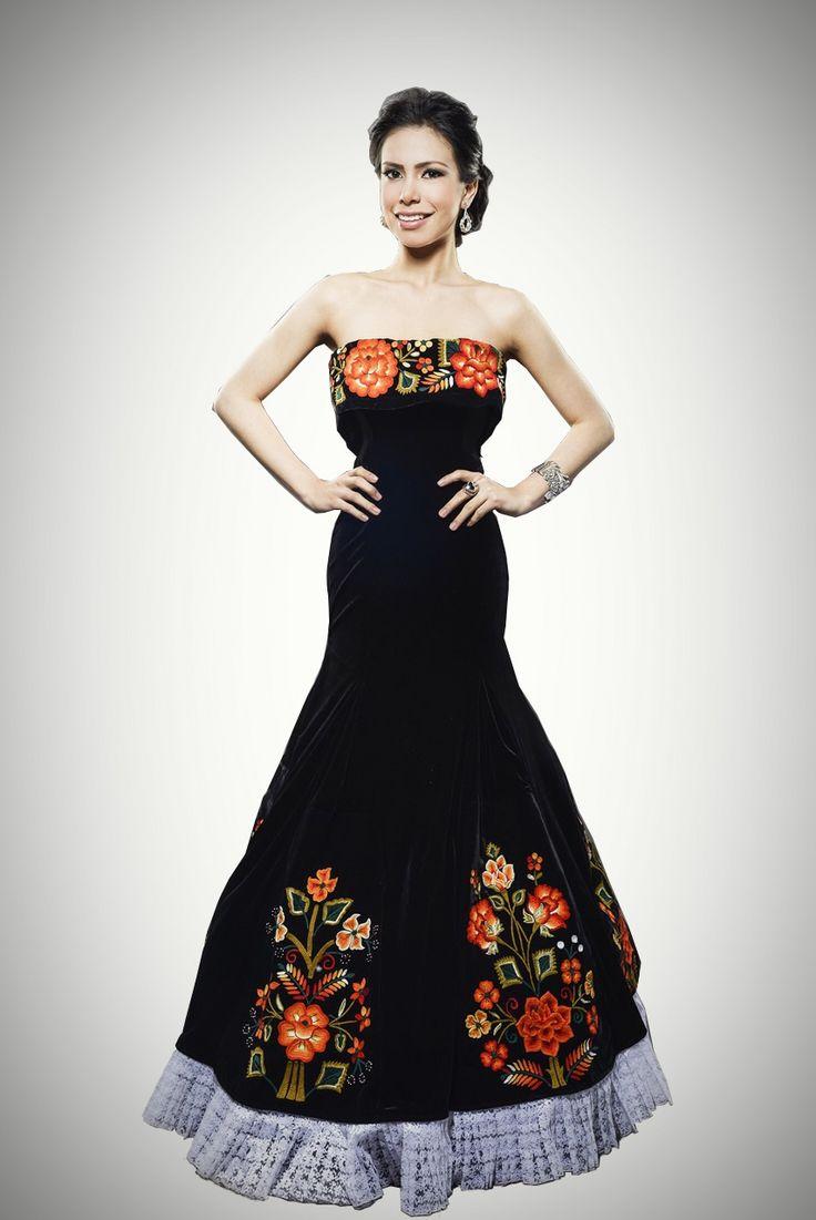 Vestido De Gala Negro Bordado Por Manos Tehuanas
