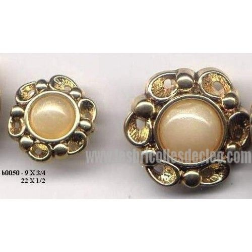 31 Plastic Buttons Pearl Gold Flowers