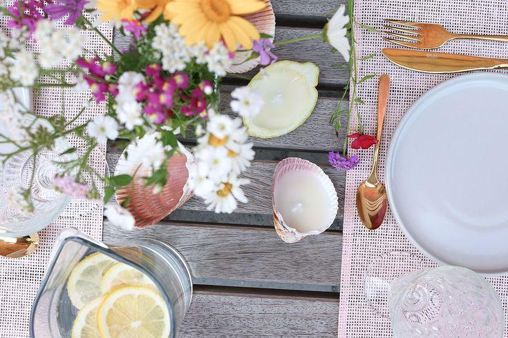 Habt Ihr schon einmal Citronella Kerzen selbst gemacht? Eine Anleitung findet Ihr auf unserem Blog