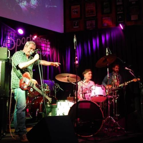 Veneto: Il #jazz-funk-punk di #Mike Watt & il Sogno del Marinaio allo Spazio Aereo di Marghera (link: http://ift.tt/2dp23Mi )