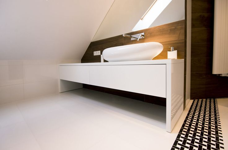 Meble na wymiar Katowice / Mysłowice  szafka łazienkowa , biały lakier , okrągła umywalka , nowoczesna , drewno , fornir , poddasze , inspiracja , długa , blat