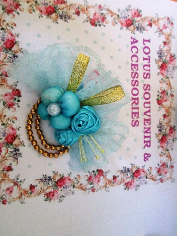 ribbon-fabric- brooch