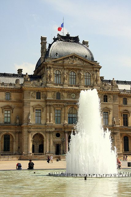 Louvre and Fountain by brothergrimm, via Flickr